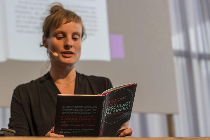 Lena Müller liest aus Erschlagt die Armen! – Fest der Shortlist 2016 | ©  Johanna Baschke | www.johannabaschke.de